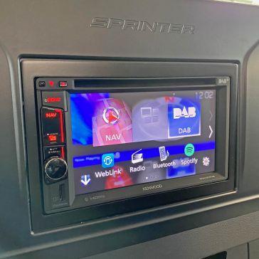Caratec Install CIS202 Einbausatz für Mercedes- Sprinter W907 und W910